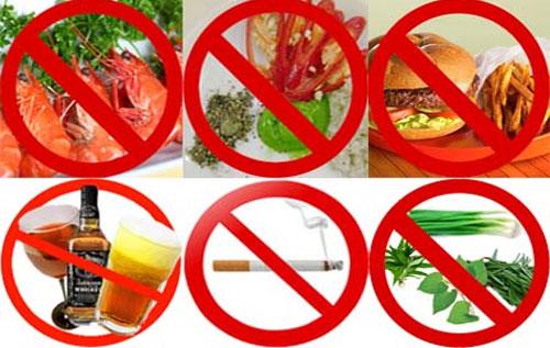 Khi bị bệnh sùi mào gà nên kiêng ăn gì đó là các thức ăn cay nóng, chất kích thích