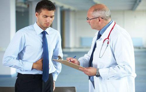 Khi xuất hiện dấu hiệu tiểu ra mủ cần đi khám và điều trị ngay
