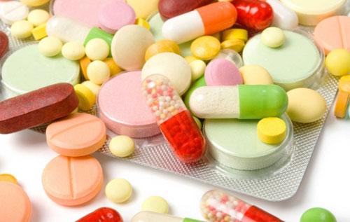 Dùng thuốc kháng sinh để giảm nhanh cơn đau do trĩ ngoại bị sưng