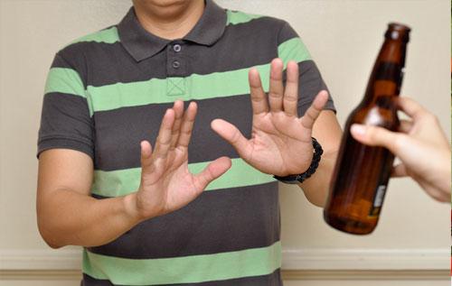 Bệnh trĩ uống rượu bia có được không?
