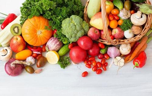 Để hạn chế đại tiện phân đen bạn nên ăn nhiều chất xơ, vitamin