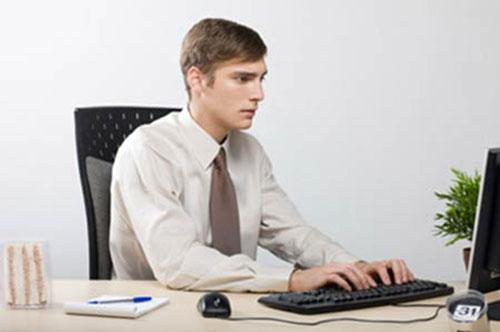Nguyên nhân khiến dân làm văn phòng bị đau lưng