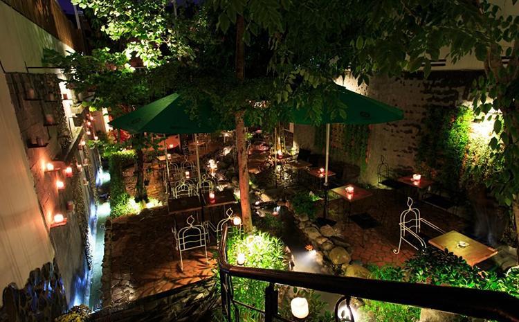 Cafe Nến lung linh vào ban đêm
