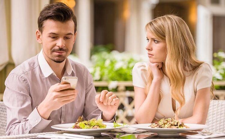 Công nghệ phát triển dẫn đến việc kết đôi, hẹn hò dễ dàng và thuận tiện hơn